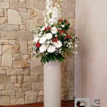 composizione fiori rossi e bianchi